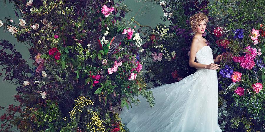 結婚式当日に着るウェディングドレスは特別な一着を